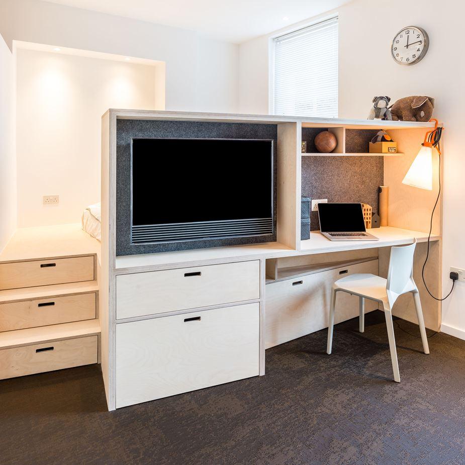 Маленькая однокомнатная квартира достаточно большая для четверых