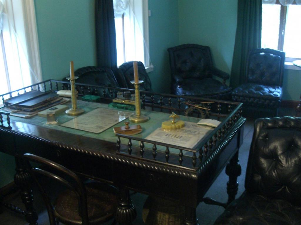 Звезды литературы и их необычные письменные столы 1